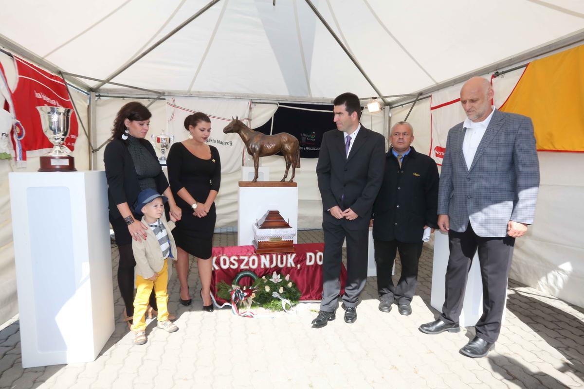 Zokogva búcsúztatták Overdose-t
