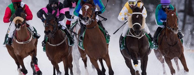 Befagyott tó jegén rendezik a világ leglátványosabb lóversenyét