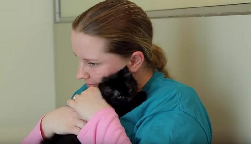Macskák miatt kezdett el újra beszélni ez a fiatal autista lány