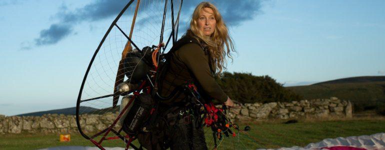 Több mint hétezer kilométert utazik együtt a hattyúkkal egy brit környezetvédő