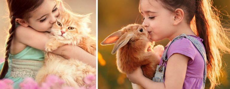 Mesébe illő fotókon örökítette meg állatbarát kislányát ez a fotós