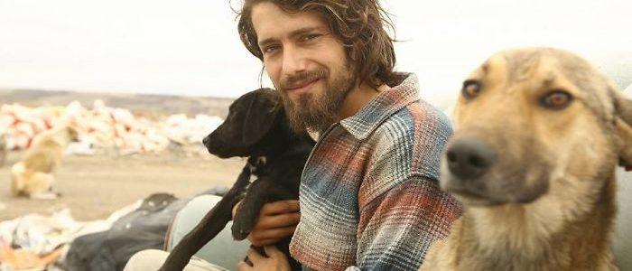Ismerd meg a férfit, aki 500 hontalan állatról gondoskodik minden nap, egyedül